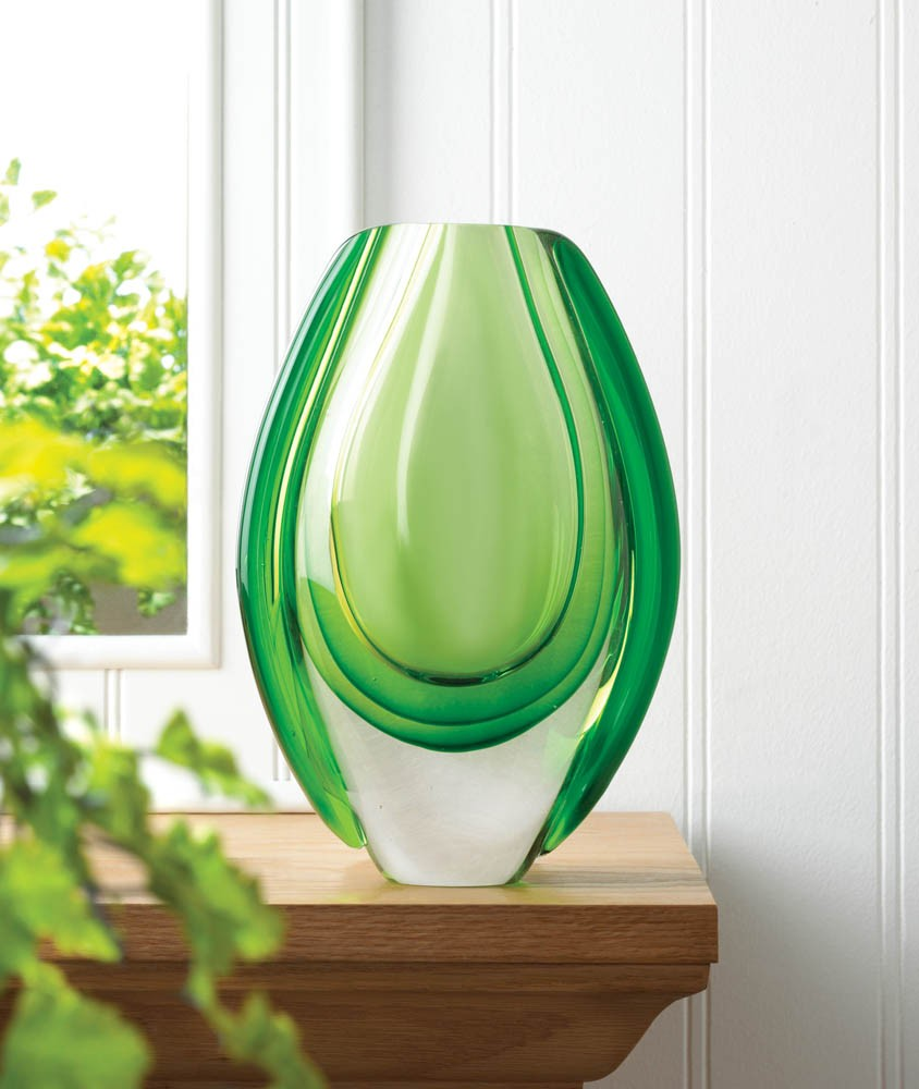 Beautiful Vibrant Emerald Art Glass Vase Inches High